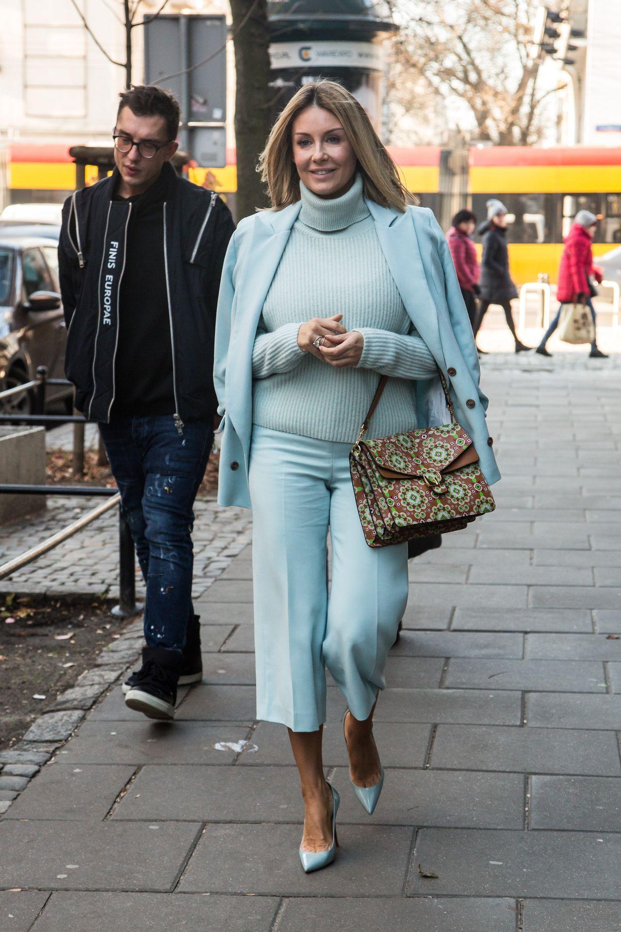 Małgorzata Rozenek Majdan w błękitnym garniturze odsłoniła łydki (ZDJĘCIA)