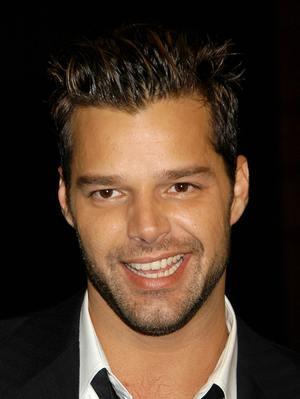 Ricky Martin broni gejów