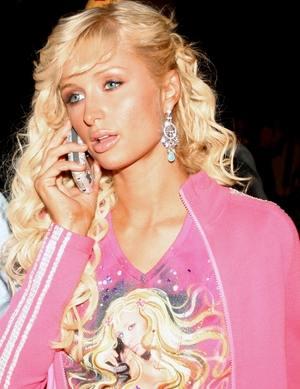 Paris Hilton mierzy bez majtek