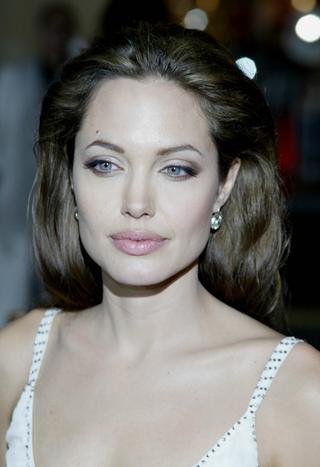 Angelina Jolie umiera