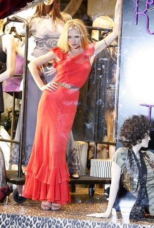 Kate Moss żywym manekinem (FOTO)