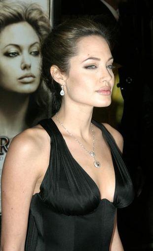 Angelina Jolie samotną mamą