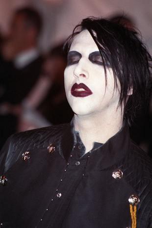 Marilyn Manson śpi w makijażu