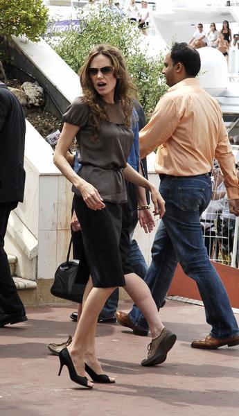 Ojciec Angeliny Jolie zmartwiony