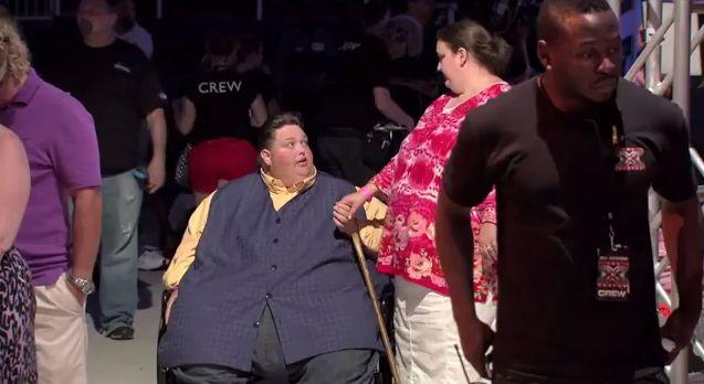 Otyły uczestnik X-Factor obiecał coś Simonowi Cowellowi