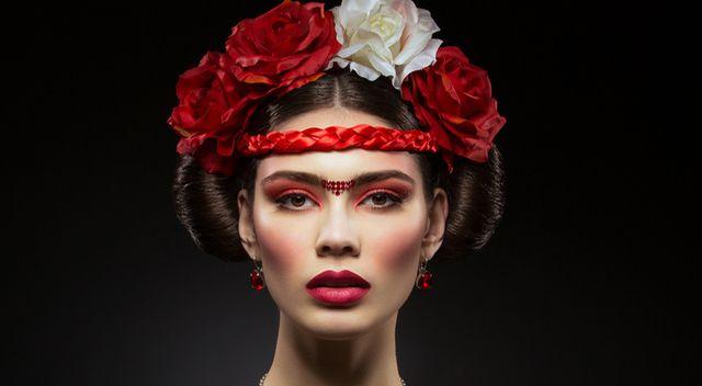 Wielki powrót monobrwi a la Frida Kahlo!