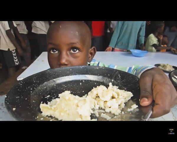Louis Cole zrobił zdjęcie grupce afrykańskich dzieci (Inst)
