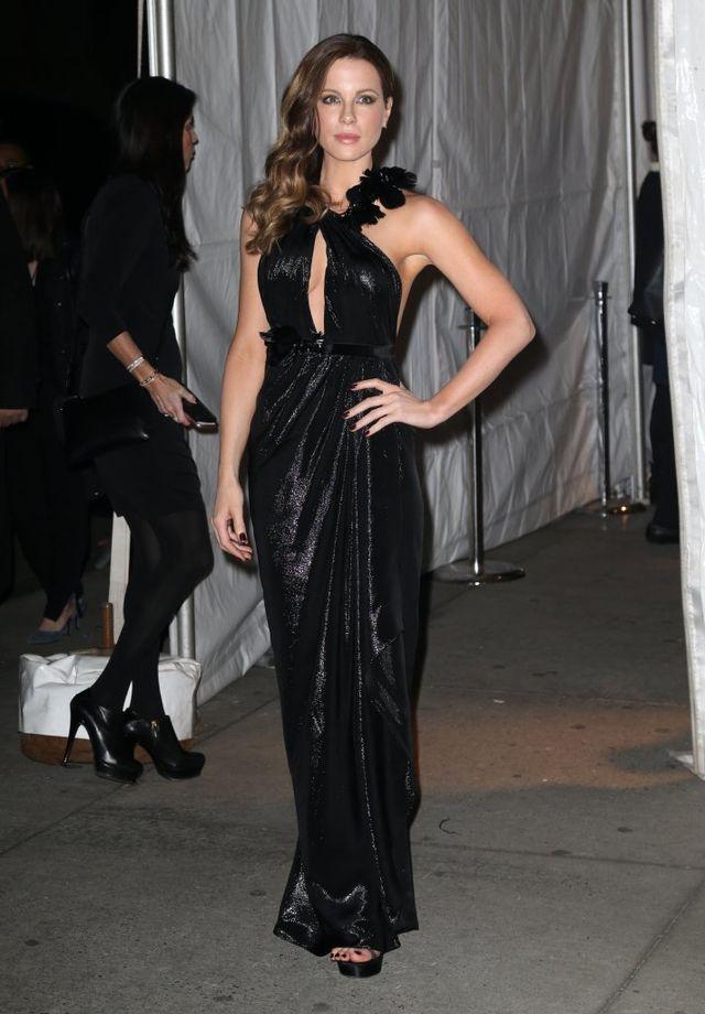 Katie Holmes najjaśniejszą gwiazdą gali? (FOTO)
