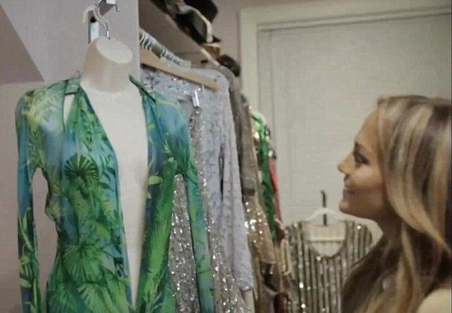 Jennifer Lopez pokazała swoja gigantyczną garderobę (VIDEO)