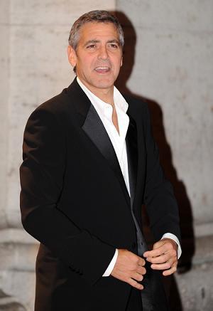 George Clooney ufarbuje włosy