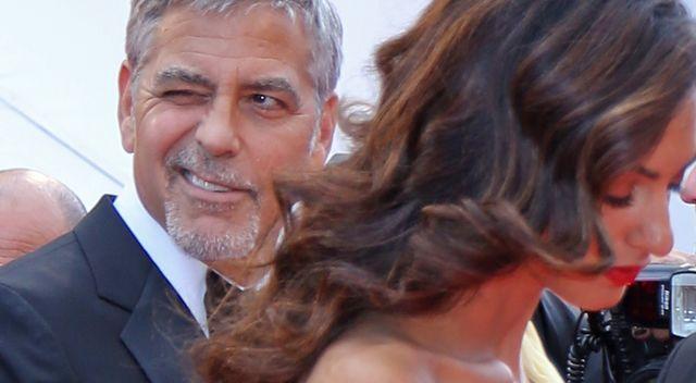 Jakim tatą jest George Clooney? Czy wstaje w nocy do płaczących bliźniaków?