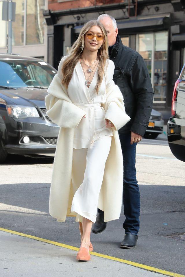 Anioł na ulicach Nowego Jorku? Nie, to Gigi Hadid w bieli
