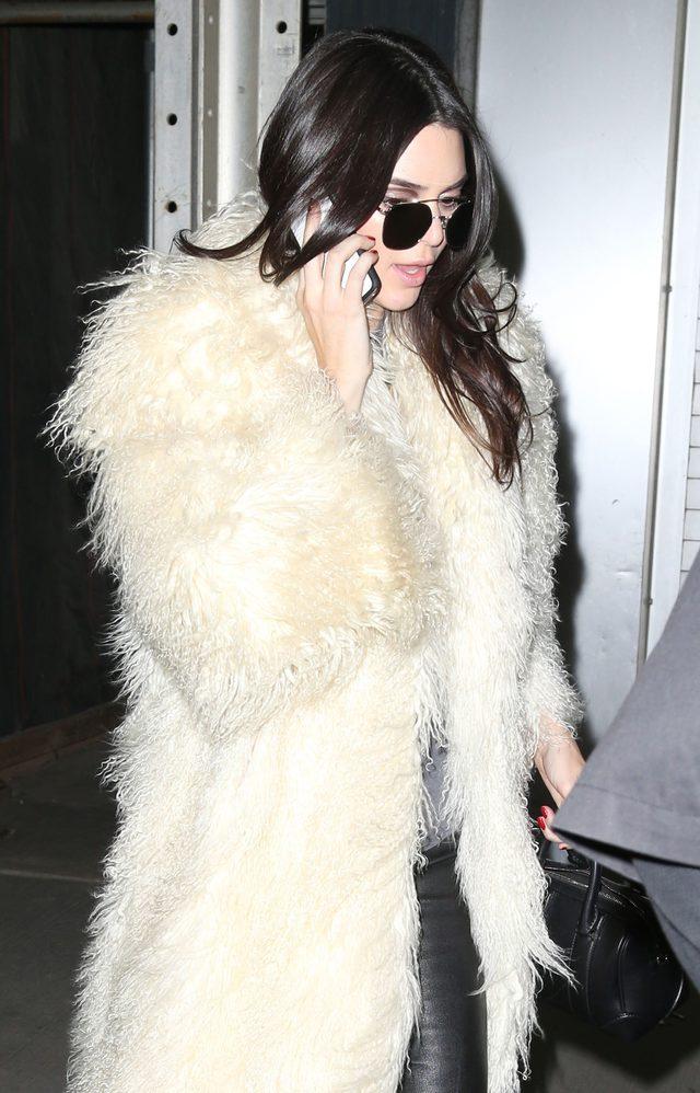 Kendall Jenner i Gigi Hadid zamieni�y si� kolorami w�os�w