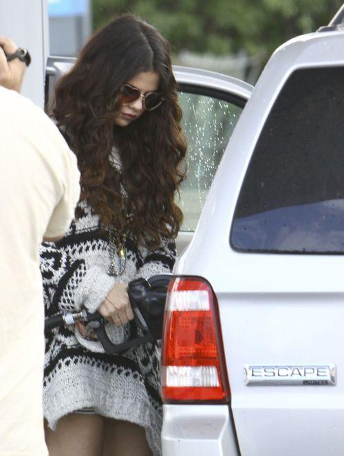 Selena Gomez na luzie, ale seksownie (FOTO)