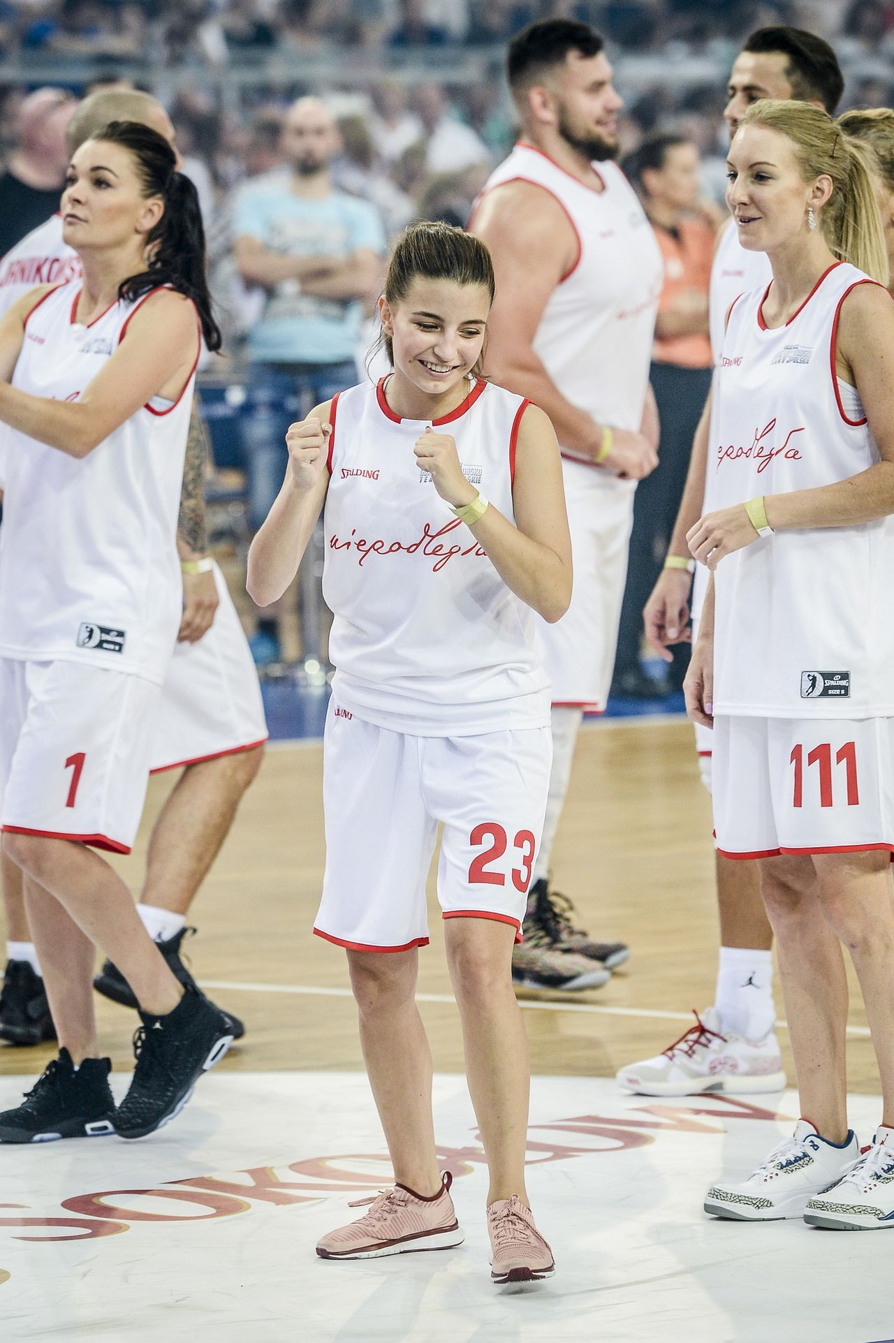 Julia Wieniawa, siostry Radwańskie i Joanna Liszowska zagrały z Gortatem (ZDJĘCI