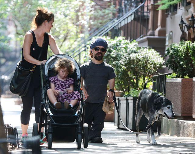Peter Dinklage przyłapany z rodzinką (FOTO)