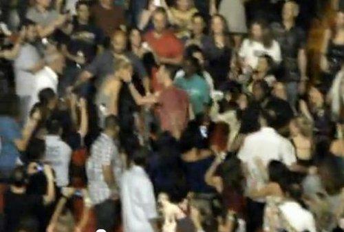 Gwyneth Paltrow dostała spontanicznego buziaka (VIDEO)