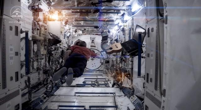 Na pożegnanie kosmosu zaśpiewał Space Oddity (VIDEO)