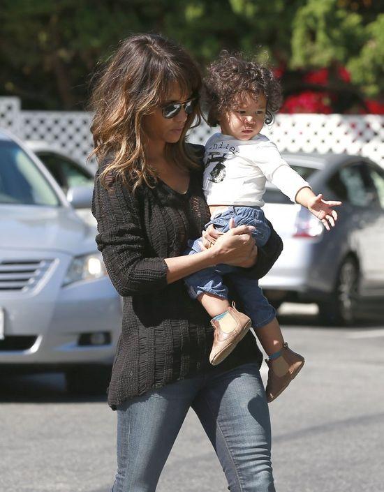 Synek Halle Berry wyrasta na słodziaka (FOTO)