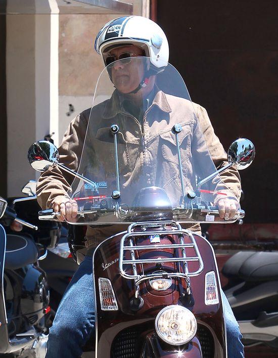Tom Hanks kupił nowy skuter (FOTO)