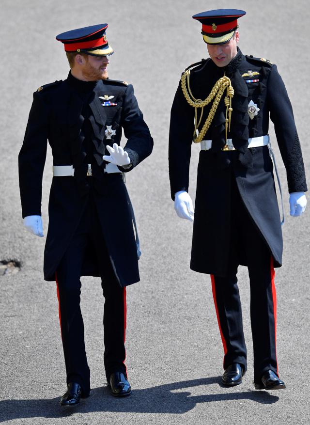 Książę Harry złamał ZASADY! O czym świadczy jego strój na ślubie? (ZDJĘCIA)