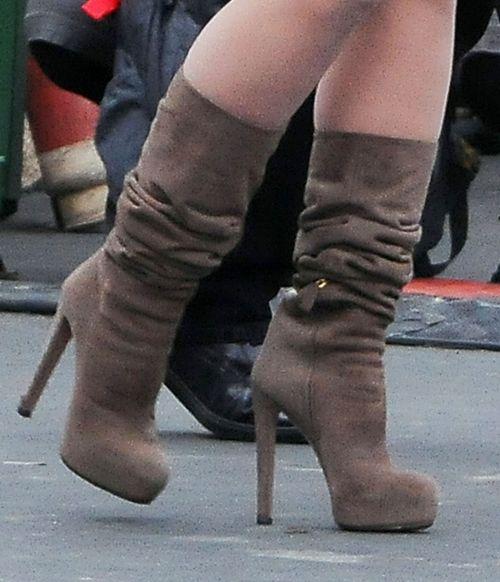 Jennifer Love Hewitt na niebotycznych obcasach (FOTO)