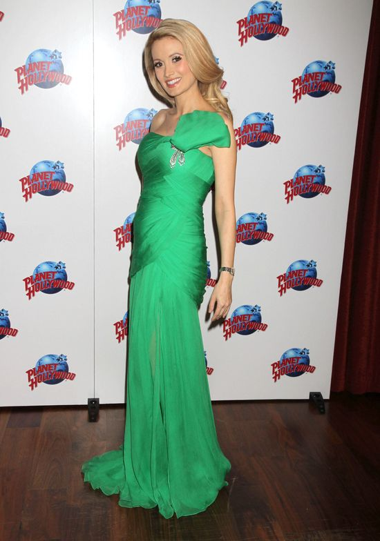 Holly Madison pokazała najnowszy smoking Jamesa Bonda (FOTO)