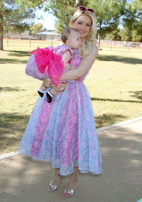 Holly Madison na t� imprez� zabra�a c�reczk� (FOTO)