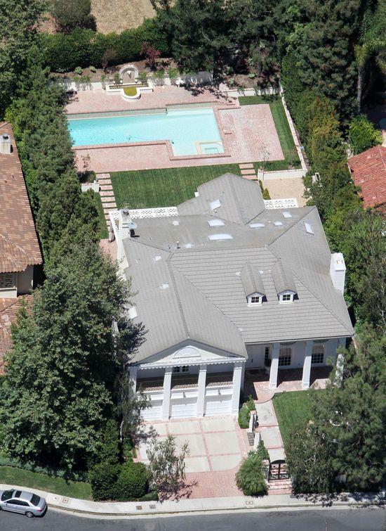 Robert Pattinson zamieszkał w starym domu Britney Spears