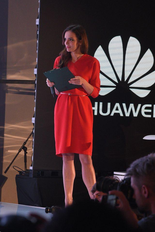 Robert Lewandowski i inne gwiazdy promują nowy model telefonu (ZDJĘCIA)
