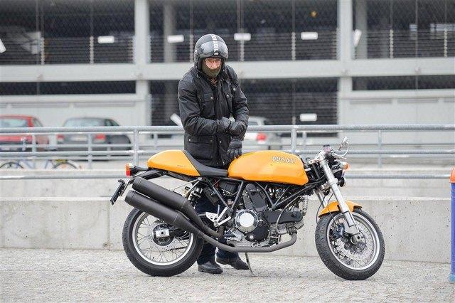 Kto omija warszawskie korki na takim motocyklu? (FOTO)