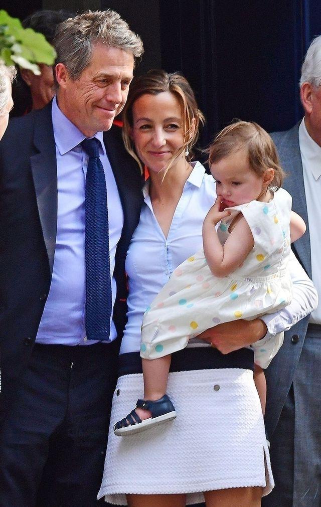 57-letni Hugh Grant ożenił się - panna młoda w nietypowej ślubnej stylizacji (ZD