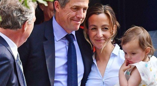 57-letni Hugh Grant ożenił się - panna młoda w nietypowej ślubnej stylizacji