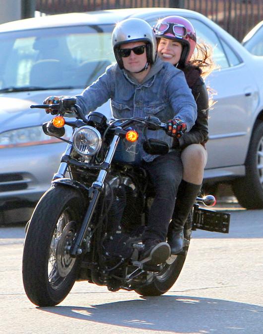 Josh Hutcherson na Harleyu z dziewczyną (FOTO)