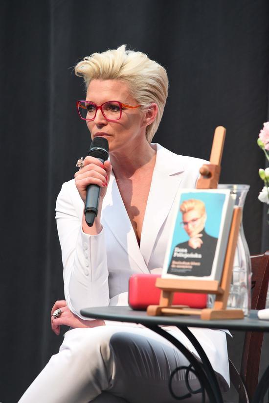 Ilona Felicjańska odjęła sobie tą fryzurą 10 lat? (FOTO)