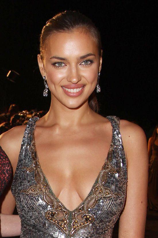 Irina Shayk boi się pokazywać bez makijażu? (FOTO)