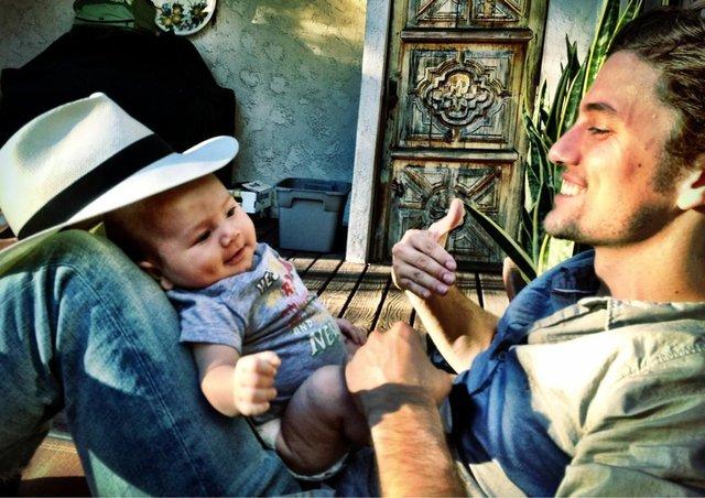 Syn Jaspera ze Zmierzchu pozuje z ciocią Rosalie (FOTO)