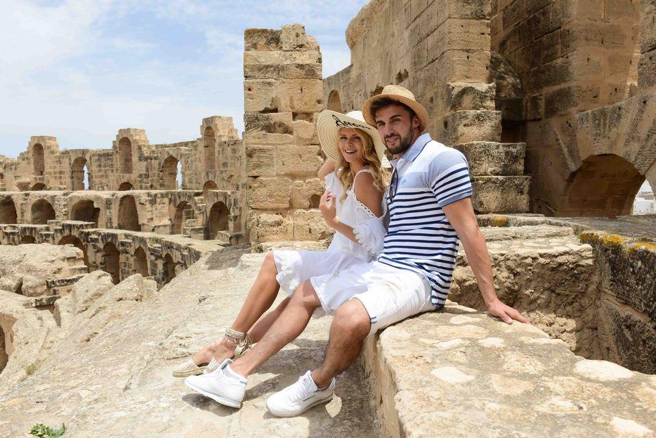 Najprzystojniejszy Polak zabrał swoją dziewczynę na wakacje do Tunezji (ZDJĘCIA)