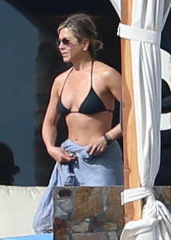 Jennifer Aniston wpoczywa w doborowym towarzystwie (FOTO)