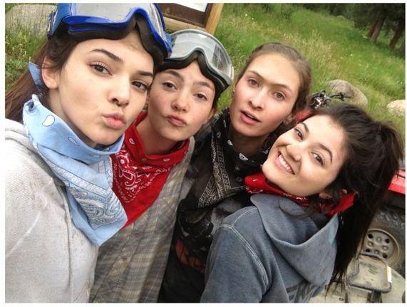 Siostry Jenner szaleją na wakacjach (FOTO)