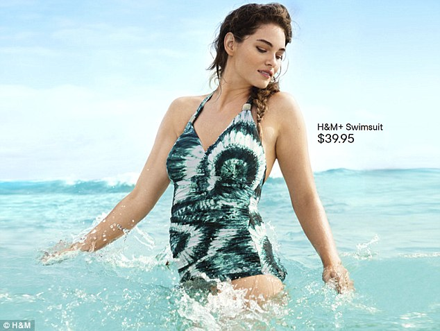 Puszysta modelka reklamuje kostiumy kąpielowe H&M (FOTO)
