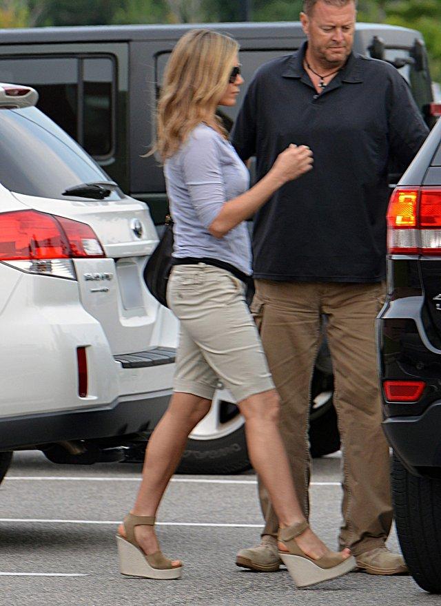 Jennifer Aniston wygląda, jakby miała ciążowy brzuszek FOTO