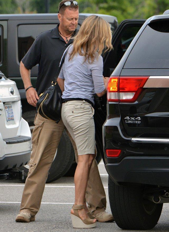 Jennifer Aniston wygl�da, jakby mia�a ci��owy brzuszek FOTO