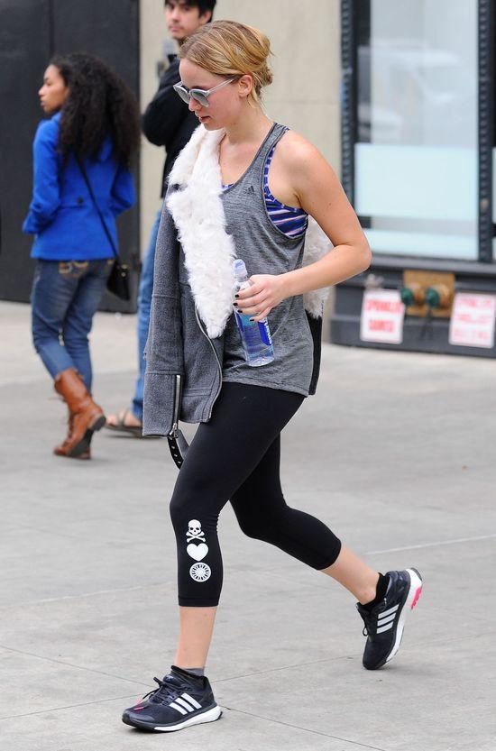 Jennifer Lawrence pokazała stanik wychodząc z siłowni (FOTO)