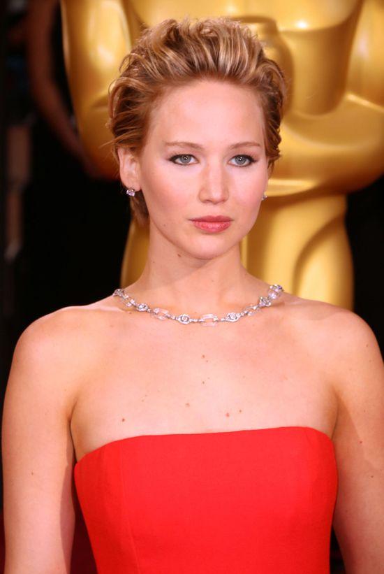 Jennifer Lawrence znowu upadła na rozdaniu Oscarów! (FOTO)