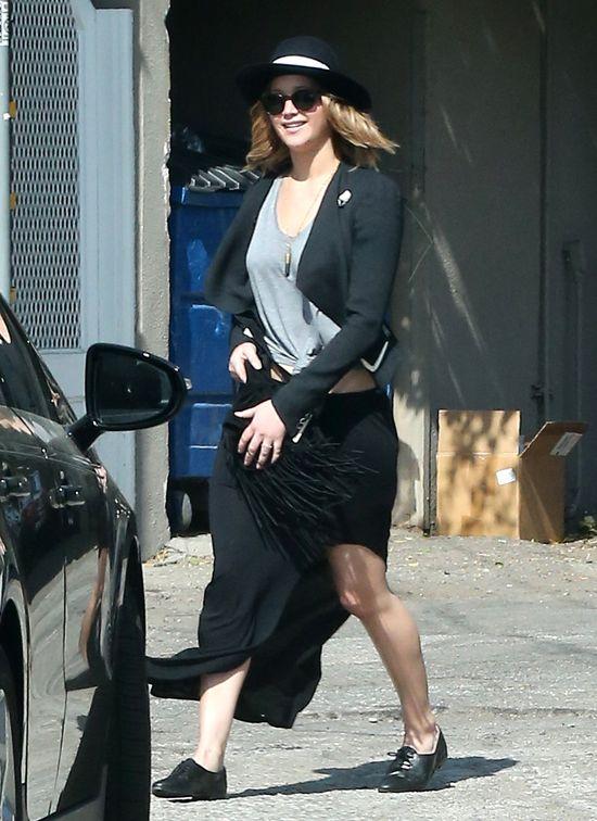 Jennifer Lawrence wybiera suknię ślubną