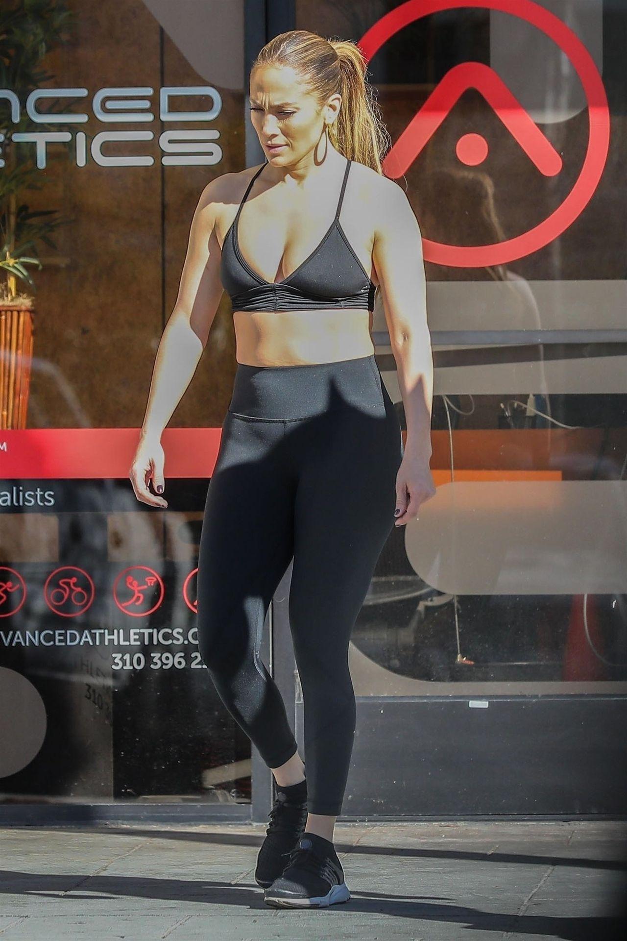 U Jennifer Lopez boczki po świętach? Gwiazda walczy o formę (ZDJĘCIA)
