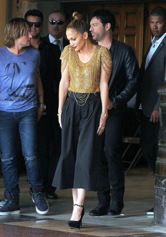 Odstawiona Jennifer Lopez d�ubie w z�bach (FOTO)