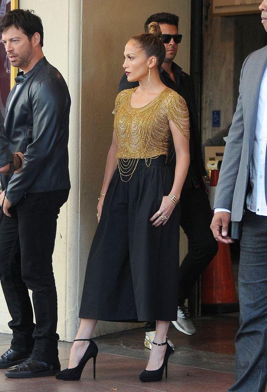 Odstawiona Jennifer Lopez dłubie w zębach (FOTO)