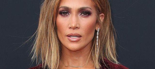 Ludzie OBURZENI spódnicą Jennifer Lopez z gali Billboard (ZDJĘCIA)